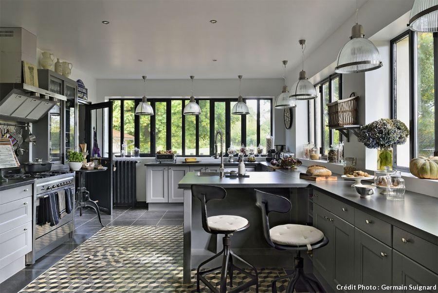 Nos 20 plus belles idées de cuisines Kitchens and Interiors - cuisine ouverte ilot central
