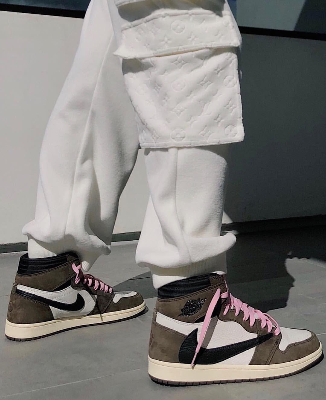 Travis Scott x Nike Air Force 1 [Comlete Release Guide]