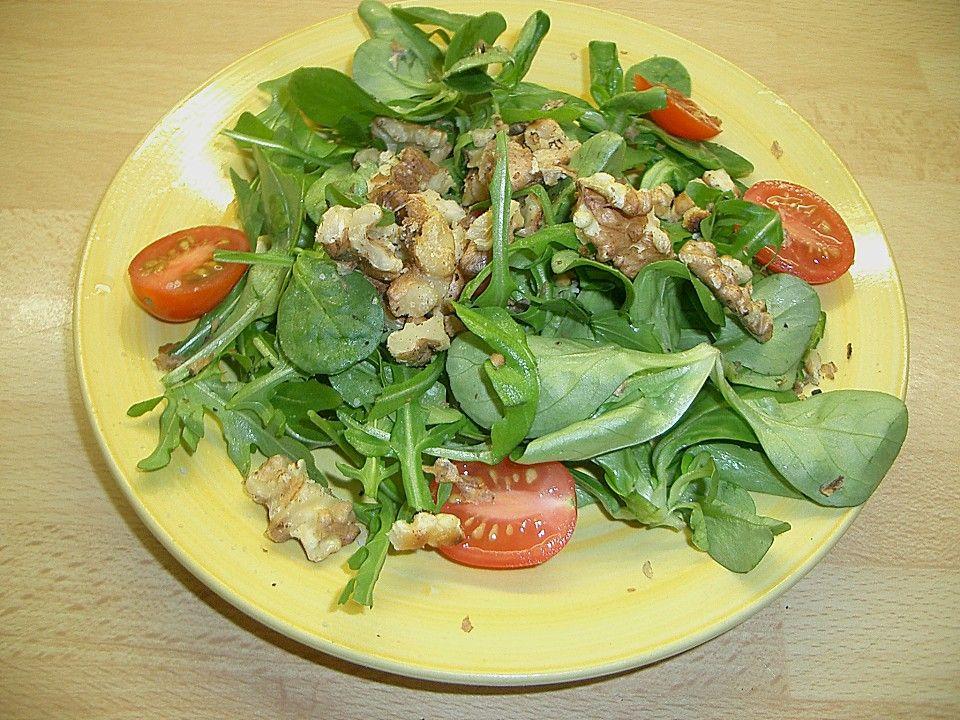 Salat mit walnussen und parmesan