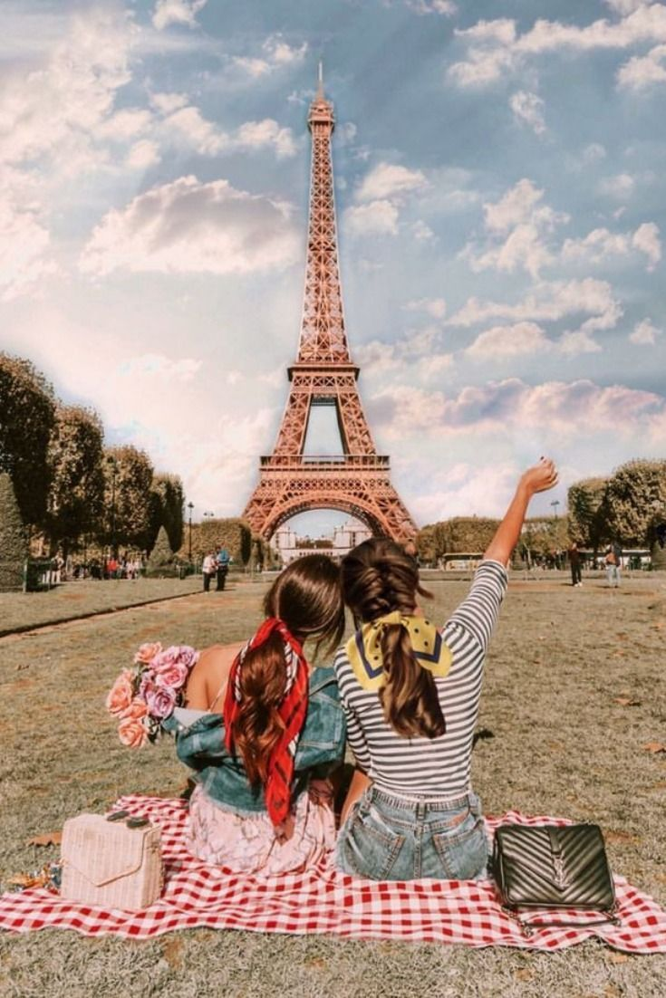 Are you looking nonstop for that perfect Instagram photo that will blow everyone's mind? Check out our collection of the best spots in Paris. Tested ;-))