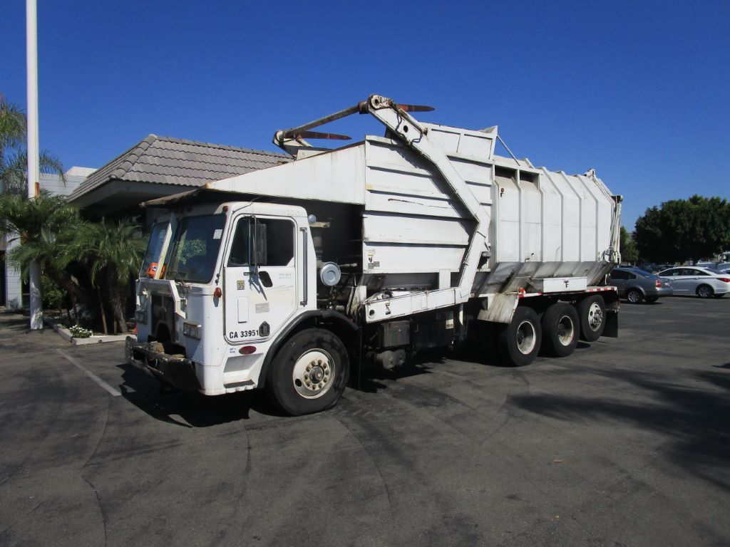 1989 Peterbilt 320 Trash Truck Available At Www Generalauction Com Please Visit Our Site For Further Info Or Give Our Of Public Auction Auction Car Auctions