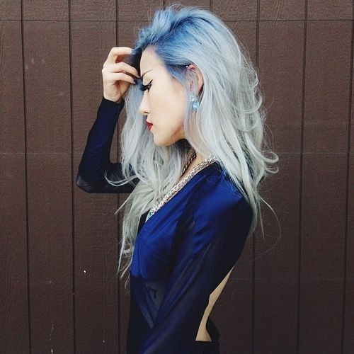 Blue Roots On Gray Blonde Hair Hair Styles Blue Hair Hair Color Trends