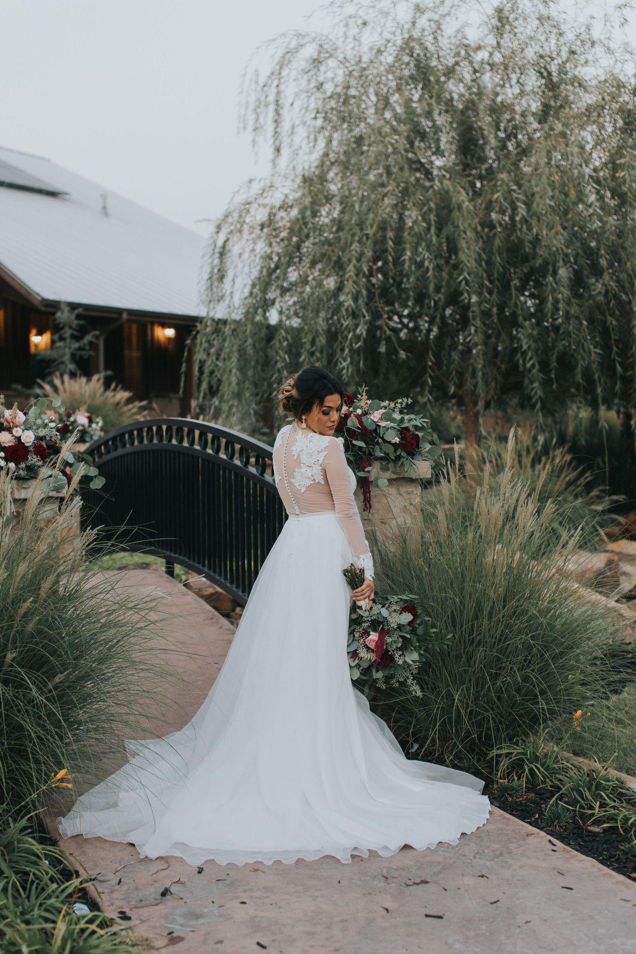Outdoor Bridal Portrait Ideas Brides Of Oklahoma Okc Outdoor Wedding Venue Outdo Bridal Portrait Poses Bridal Portraits Outdoor Oklahoma Wedding Venues