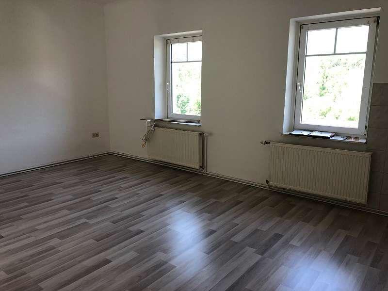 Helle Zwei Zimmer Wohnung Mit Kuche 9322 Gasteige 65 M 3 Zimmer Gartendeko Wohnzimmerideenwandgestaltung Wohnzimmerideen Hardwood Flooring Hardwood Floors
