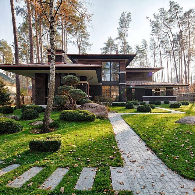 Modern Front Yard: Amazing Front Yard! Prairie House By Yunakov Architecture