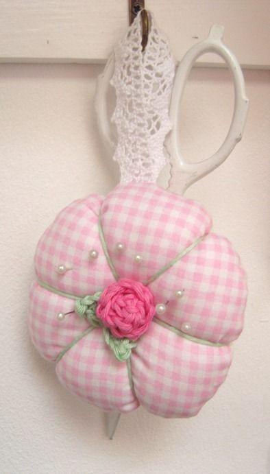 cute pincushion | Pincushions | Pinterest | Nadelkissen, Nähen und ...