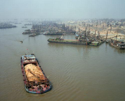 Andreas #Seibert - Sandabbau am Fluss Huai für die Betonherstellung. Provinz Anhui, 2011
