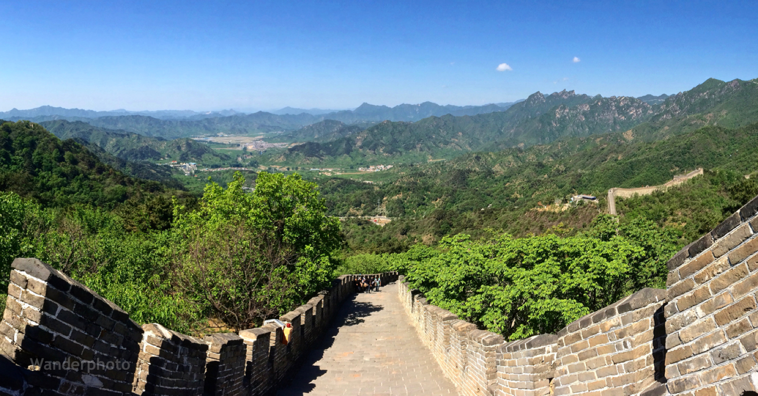 A Panorama Of The Great Wall Of China And The Town Just Below China Beijing Ancient Old A Adventure Photography Chinese Architecture Ancient Architecture