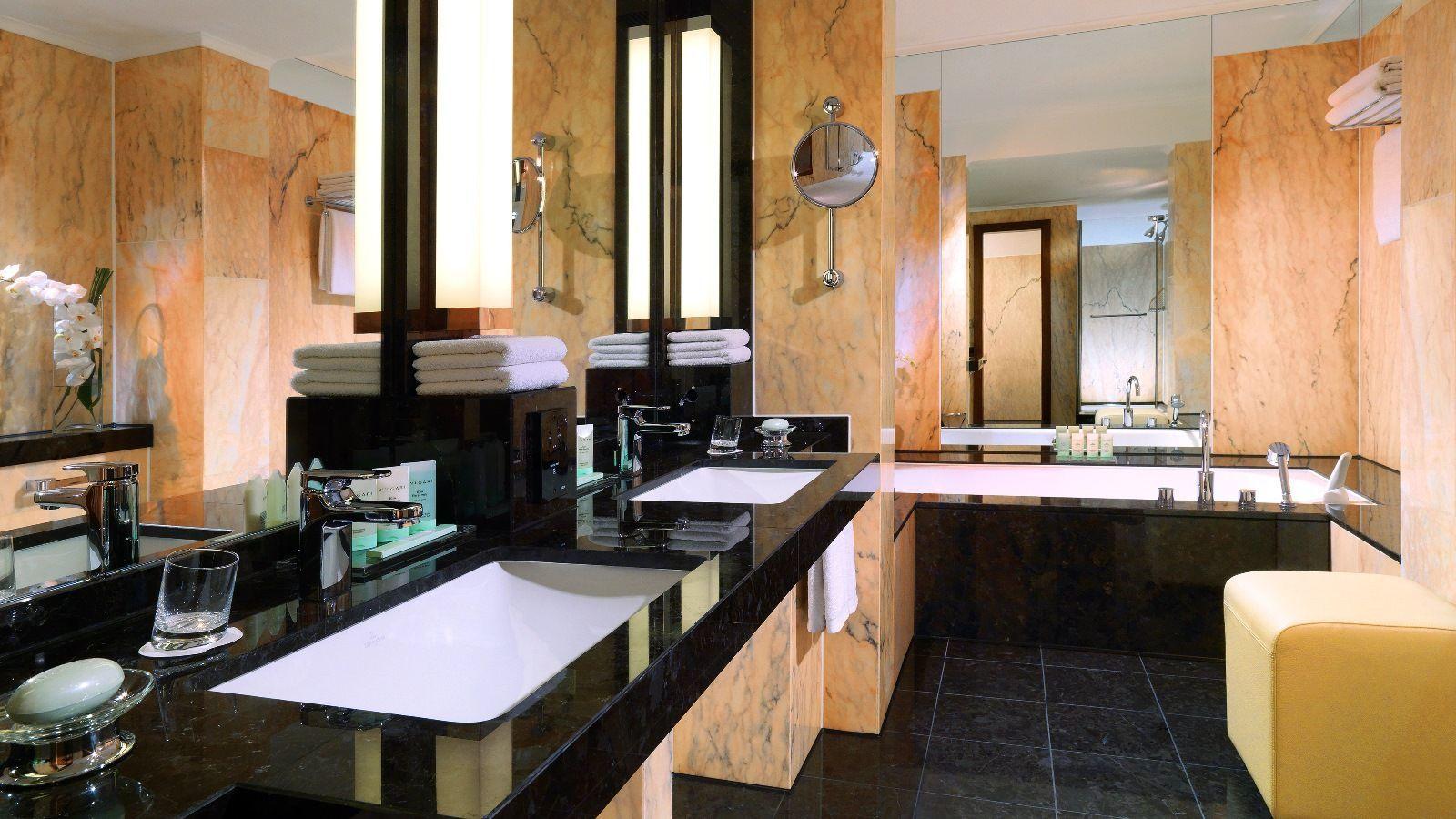 Whirlpool Frankfurt das badezimmer der präsidenten suite verfügt über einen eigenen