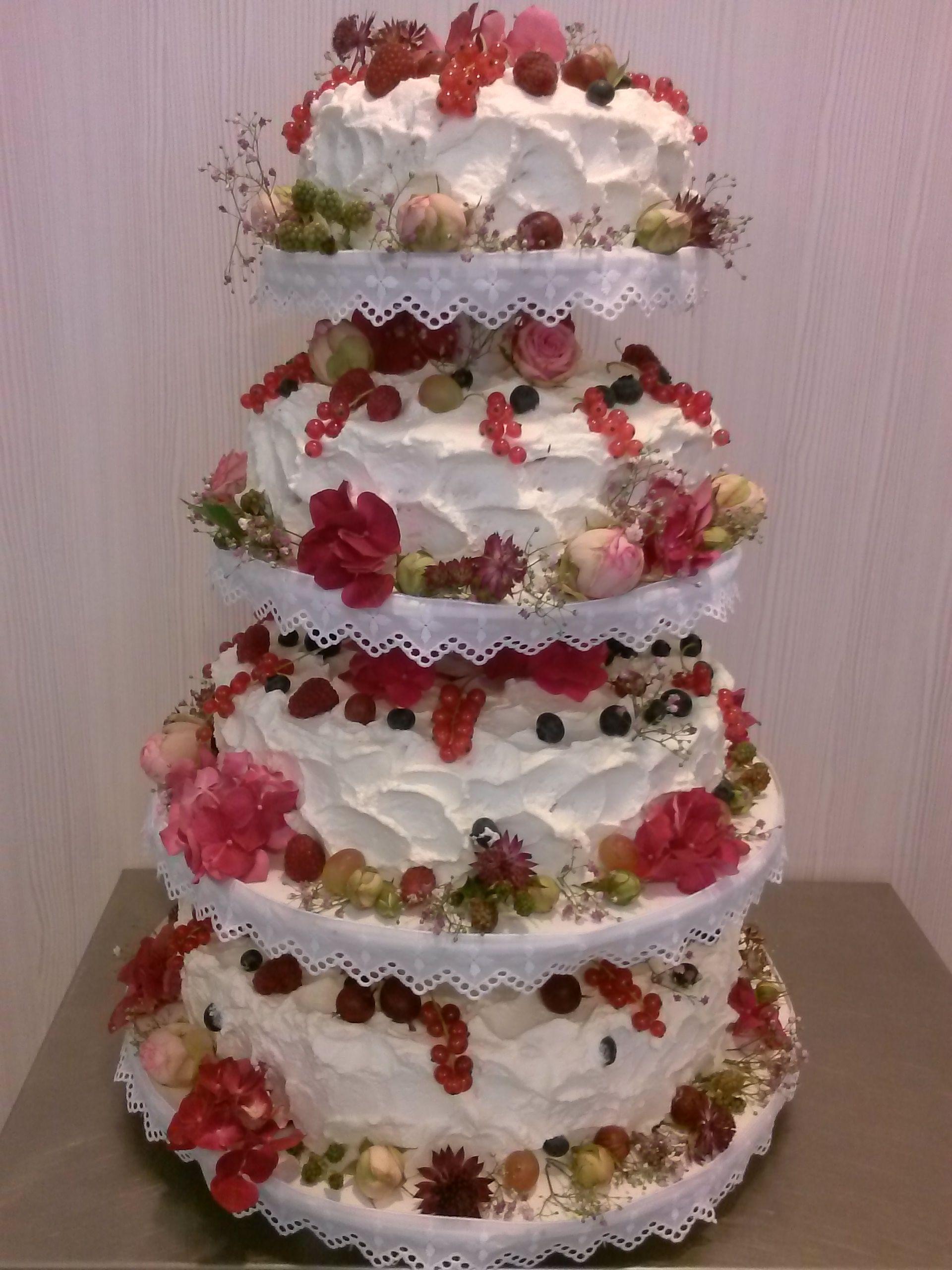 Hochzeitstorte Ohne Fondant Mit Blumen Und Fruchten Weddings
