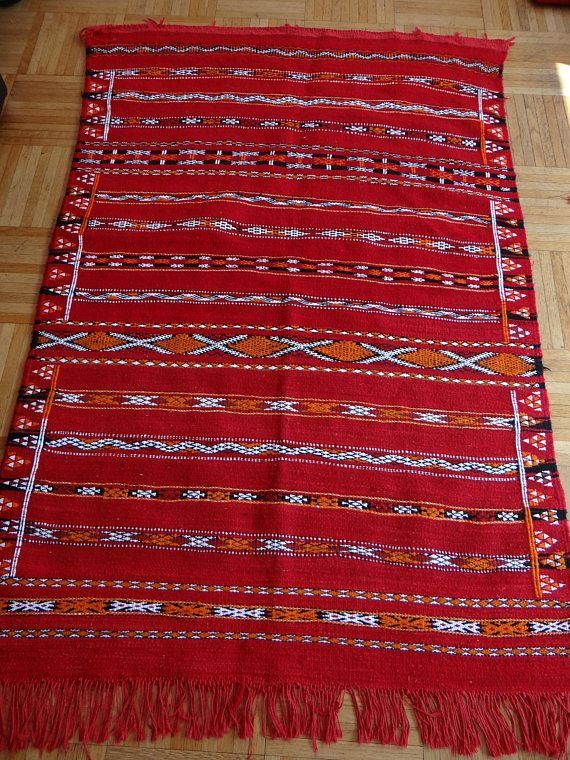 tapis kilim berb re en laine rouge fait main original artisanat marrakech pinterest. Black Bedroom Furniture Sets. Home Design Ideas