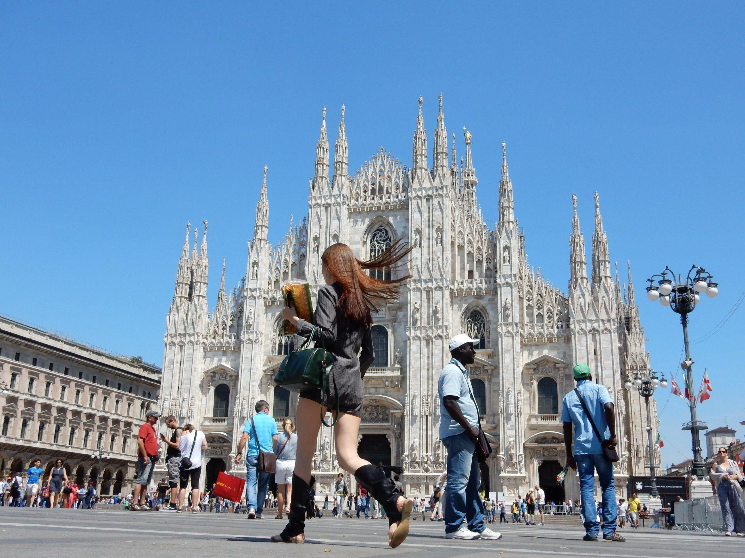 MILANO - Le attrazioni turistiche del centro storico - HD