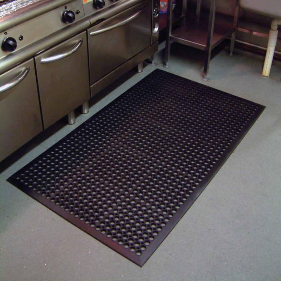 Kitchen Black Kitchen Floor Mats Above Concrete Floor Under Kitchen Cabinet  With Stove For Small Kitchen Design The Application Of Kitchen Floor Mats