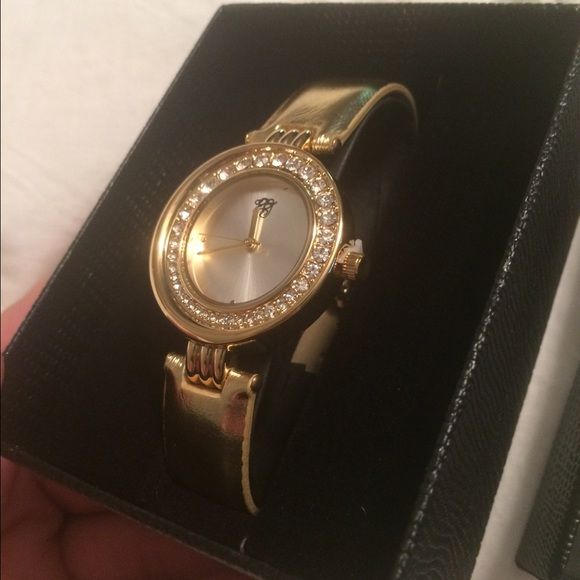 NEW IN BOX. White Diamonds Gold Ladies Watch $3,$4,$5 ITEMS MUST BE BUNDLEDPrices in this Closet are LOW AND FIRM. No bargaining needed Makes it so much easier to just offer low low prices from the start ASK ALL THE QUESTIONS YOU WANT BEFORE PURCHASING. BUYER AND SELLER AGREE ALL SALES ARE FINAL. TRADE VALUE IS $5.00 HIGHER THAN LISTED SALE PRICE!! White Diamonds by Elizabeth Taylor Jewelry