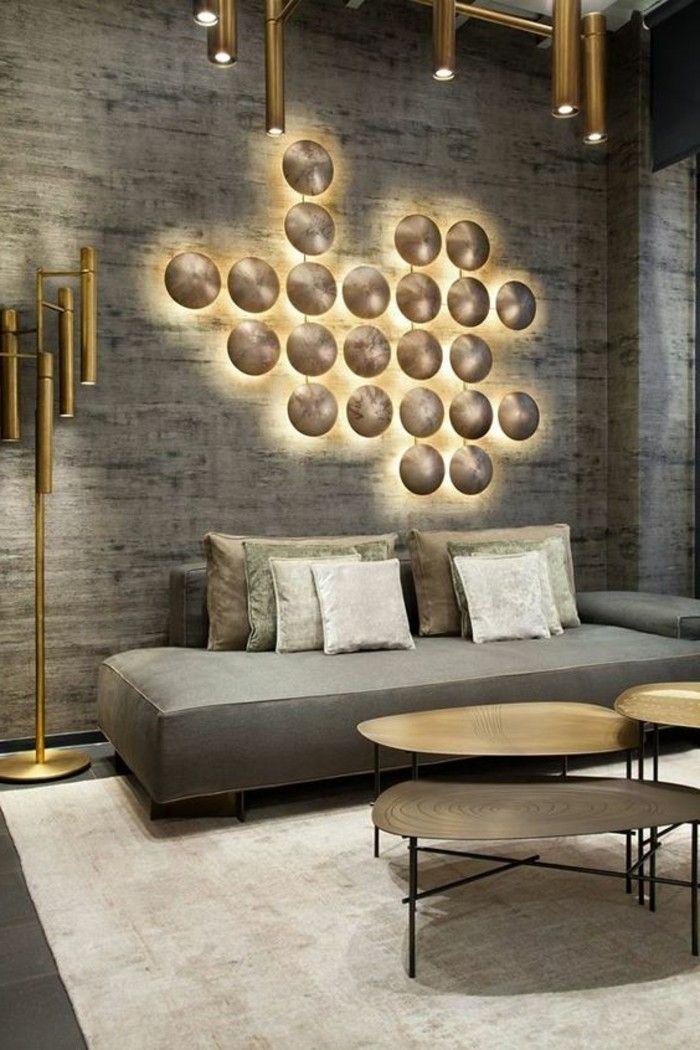 moderne-wandgestaltung-wanddeko-mit-beleuchtung-lampen-grauer-sofa