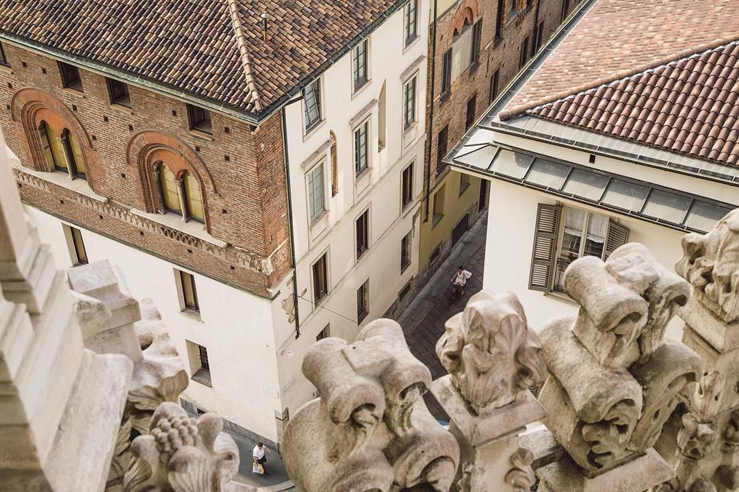 An older photograph but worth sharing. This is from the #duomo #milano. From the roof you can see life unfolding below.