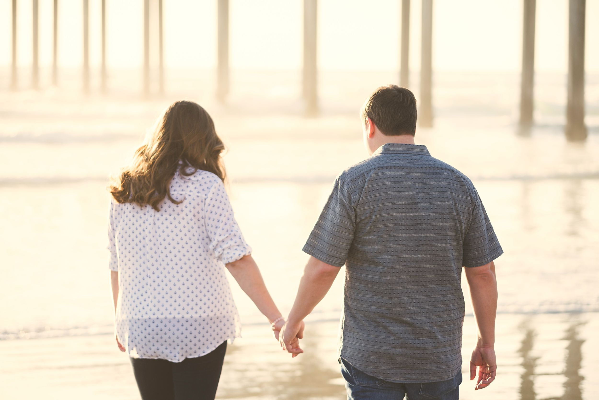What a great location for an engagement session in San Diego! Modern Engagement Session at Scripps Seaside Forum and Scripps Pier—Modern Romantic Engagement Photos- San Diego Wedding Photography  - for more ideas and wedding & engagement photography inspiration, check out my blog! www.britjaye.com/blog #sandiegoengagementphotography #engagementphotography #engagementphotos #weddingphotographer