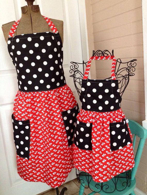 Matching mother daughter black polka dot and red aprons for Mandiles de cocina originales