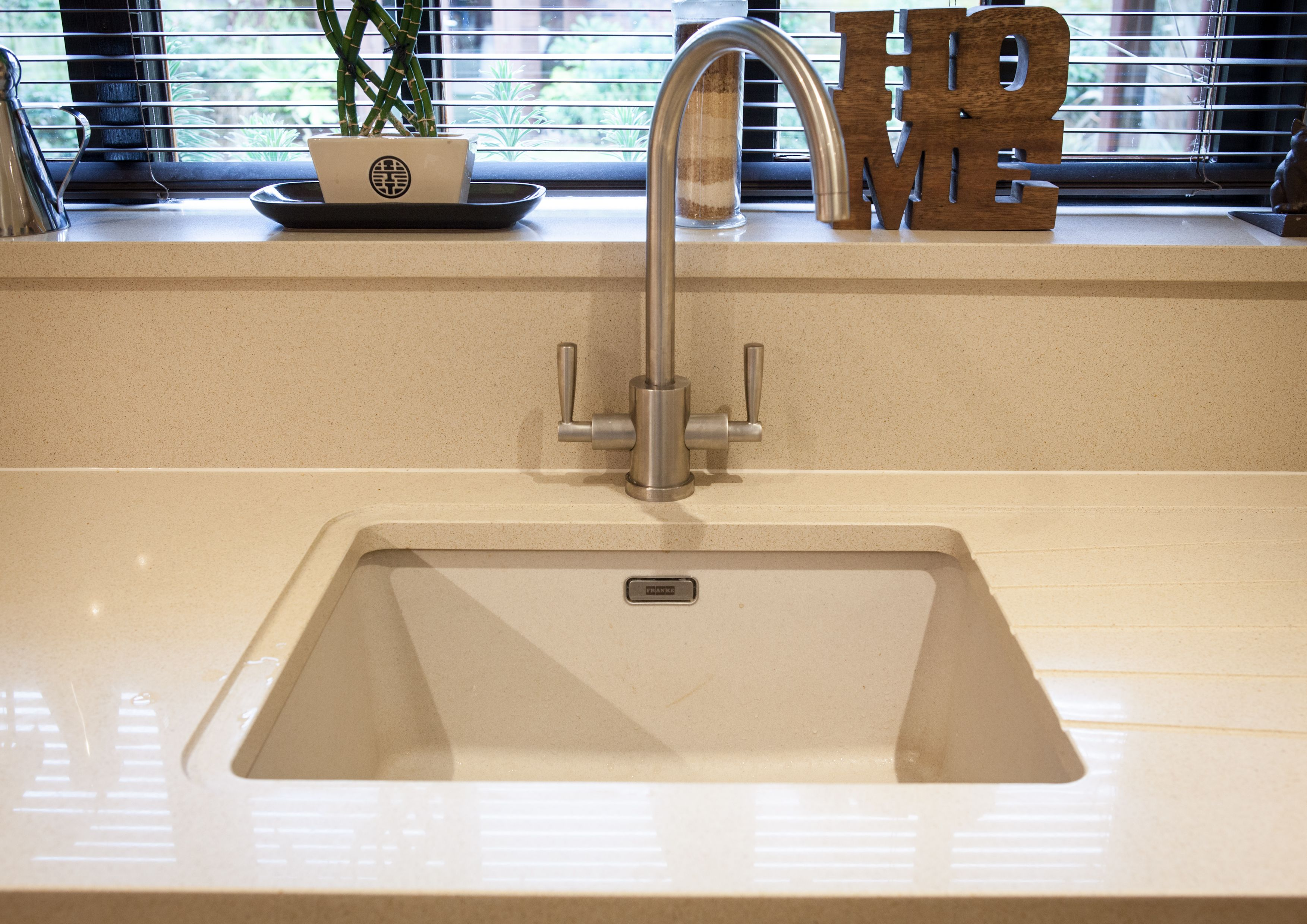 Fragranite Sink By Franke Composite Material In A Beige Colour Matching The Worktop Comes With A Lon Kitchen Worktop Kitchen Splashback Kitchen Inspirations