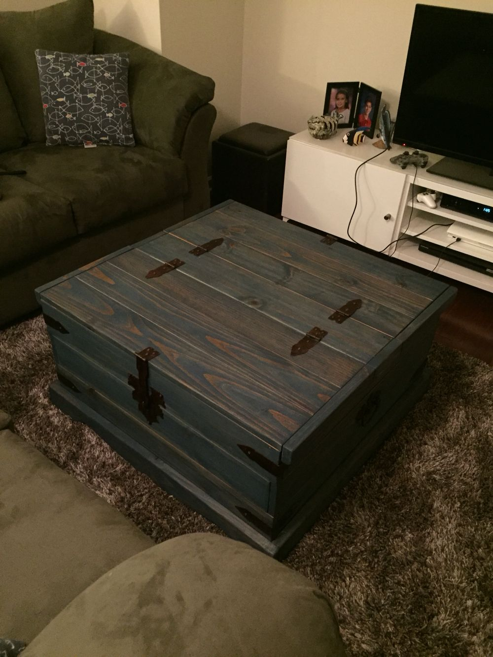 Blue Stained Pine Chest Coffee Table Diy Furniture Rehab Diy Furniture Chest Coffee Table Furniture Rehab [ 1334 x 1000 Pixel ]