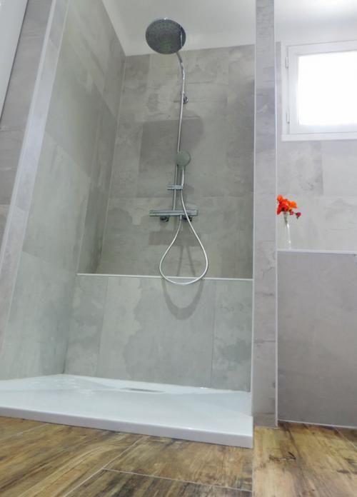 Salle de bains grise et bois - Salles de bains- ACB Cuisines