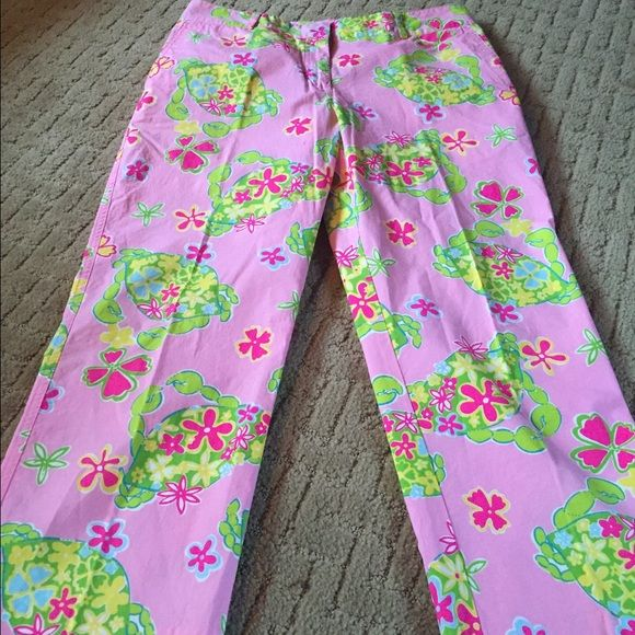 Lilly pullitzer pink crab capris Super adorable pink Capri pants. Brand-new. Size 8.  Waist is 31 inches, hips 36 inches, inseam 23 inches. Lilly Pulitzer Pants Ankle & Cropped