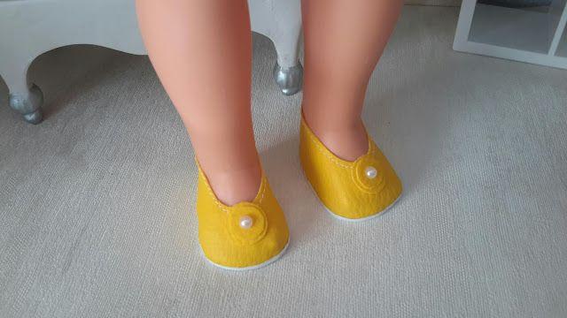 LODELLA NANCY: Zapatitos amarillos