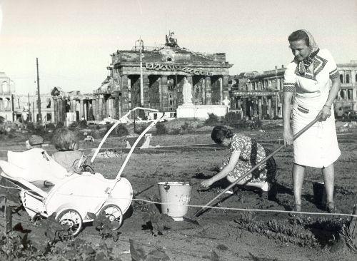 Trümmerfrauen tras la segunda guerra mundial.