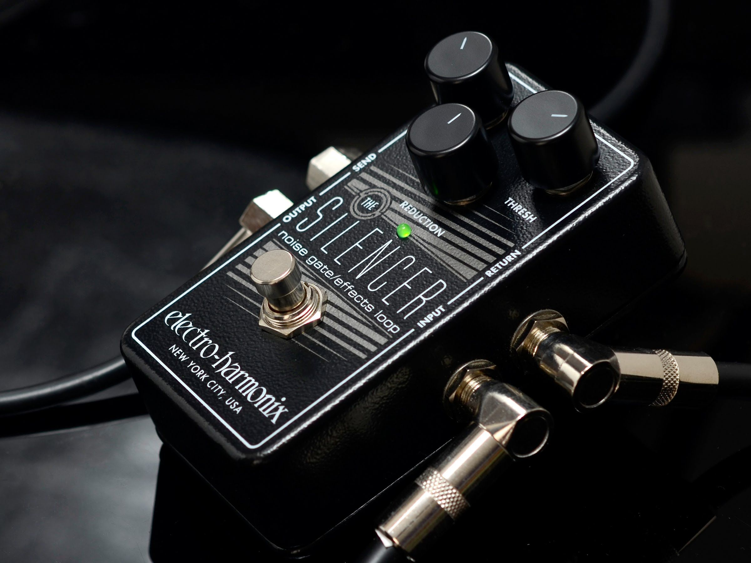 Maravilhoso Electro-Harmonix Silencer noise gateVocê acha que sua guitarra faz muito ruído, que seu setup é muito barulhento? Que tal um noise gate?  Electro-Harmonix Silencer noise gate  Res...