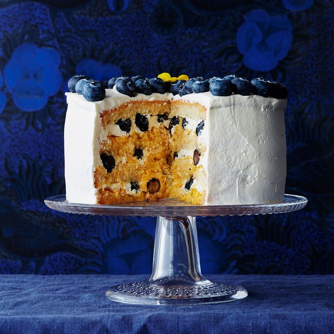 Mustikka-mangokakku on raikkaiden makujen ystävän kakku.