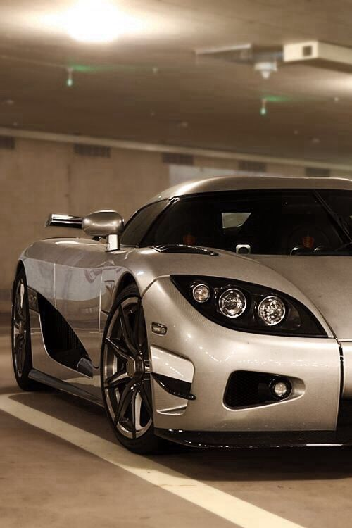 10 Of The Most Ridiculous Limited Edition Supercars Ever Made Koenigsegg Super Cars Hot Cars