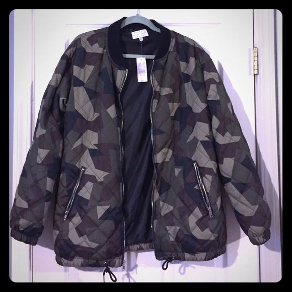 Kendall & Kylie Quilted Longline Bomber Jacket NWT! Llightweight bomber jacket that has a longline silhouette in camo print. Quilted pattern and adjustable drawcord waist. Zip front closure, zippered side pockets. It looks cute oversized, but this jacket runs true to size. I'm typically a small, and the medium fits me nice and loose. Kendall & Kylie Jackets & Coats