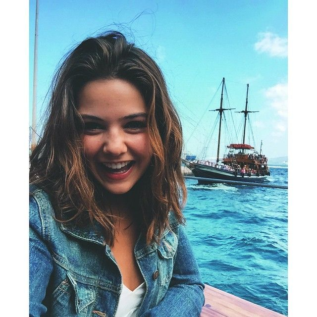 82 2b Begenme 766 Yorum Instagram Da Danielle Campbell Thedaniellecampbell Who Doesn T Love A Boat R Dani Campbell Danielle Campbell Danielle Campbelle