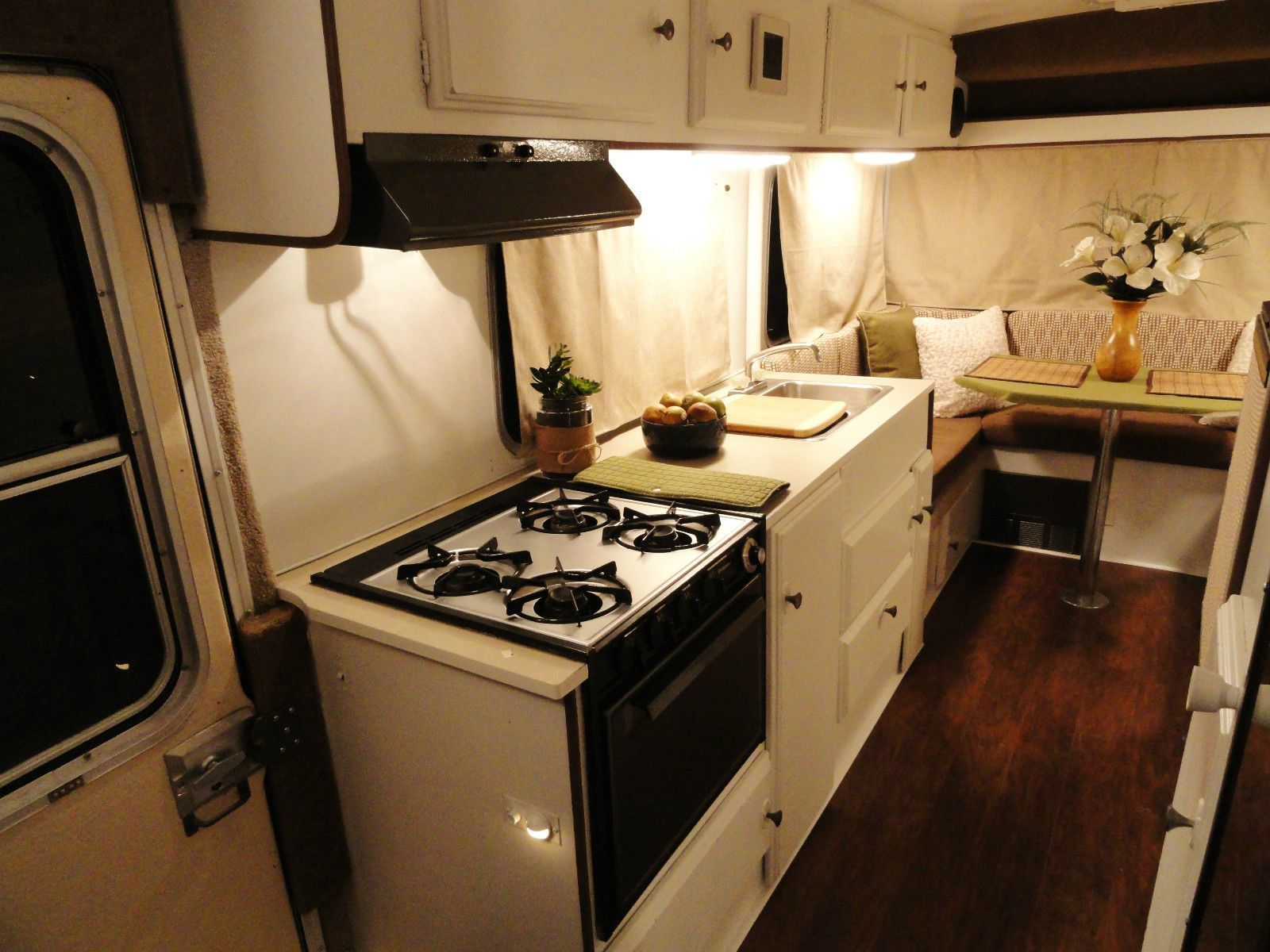 toyota sunrader motorhome beautifully renovated excellent best in the nation int rieur de. Black Bedroom Furniture Sets. Home Design Ideas