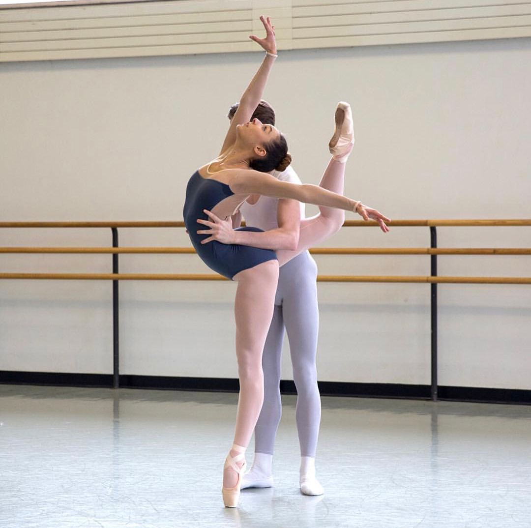 proebovaet-balerina-i-tolstiy-cherniy-tanya-tanya