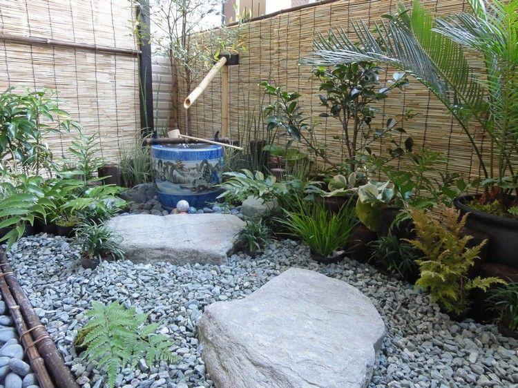 jardin japonais sur le balcon graviers rochers et canisse en tiges de bambous jardin. Black Bedroom Furniture Sets. Home Design Ideas