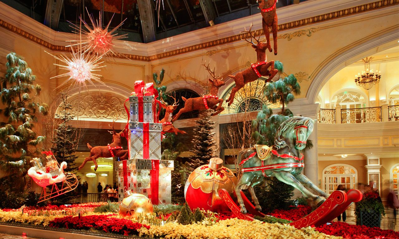 Las Vegas - Christmas display. We have the best decorations in Las ...