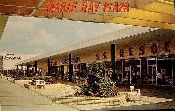 Des Moines Shopping >> Post Card Of Merle Hay Plaza From 1960 S Where I M From