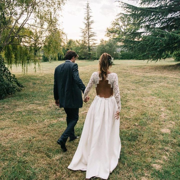 Lace wedding dresses with sleeves and open back | itakeyou.co.uk #weddingdress #longsleeves #openback