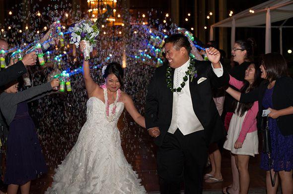 wedding bubble sendoff ideas for weddings at inn at laurel point