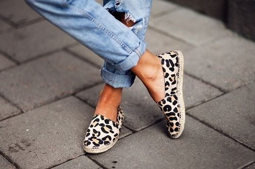 Leopard espadrilles and rolled-up denim. We love this combo.