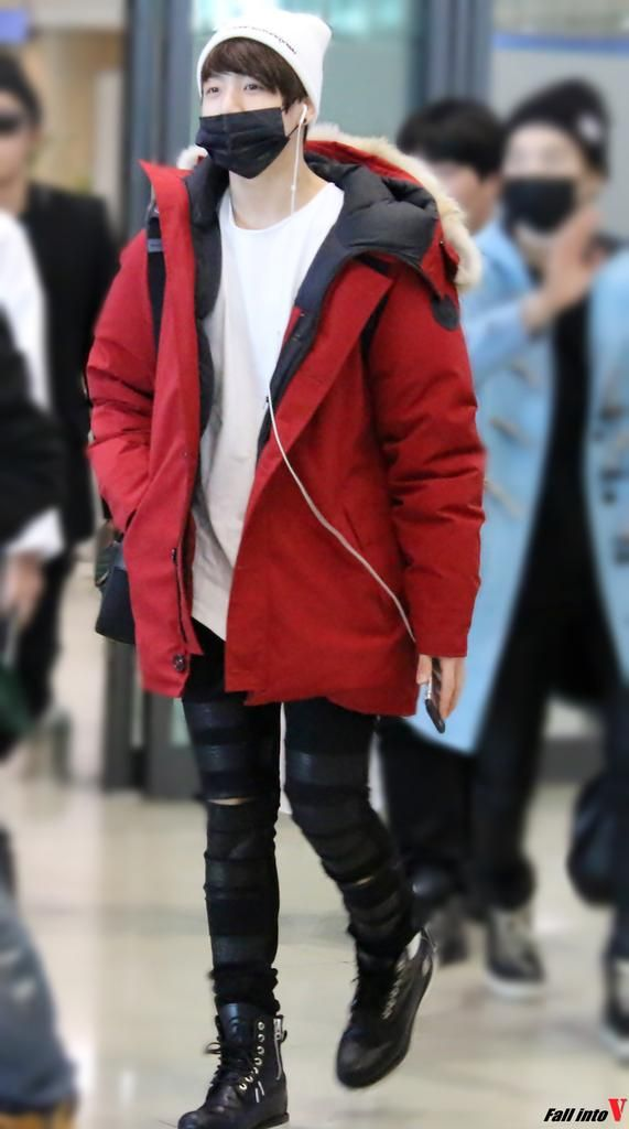 Jungkook Airport Fashion Mon Style Pinterest Airport Fashion Bts And Bts Jungkook