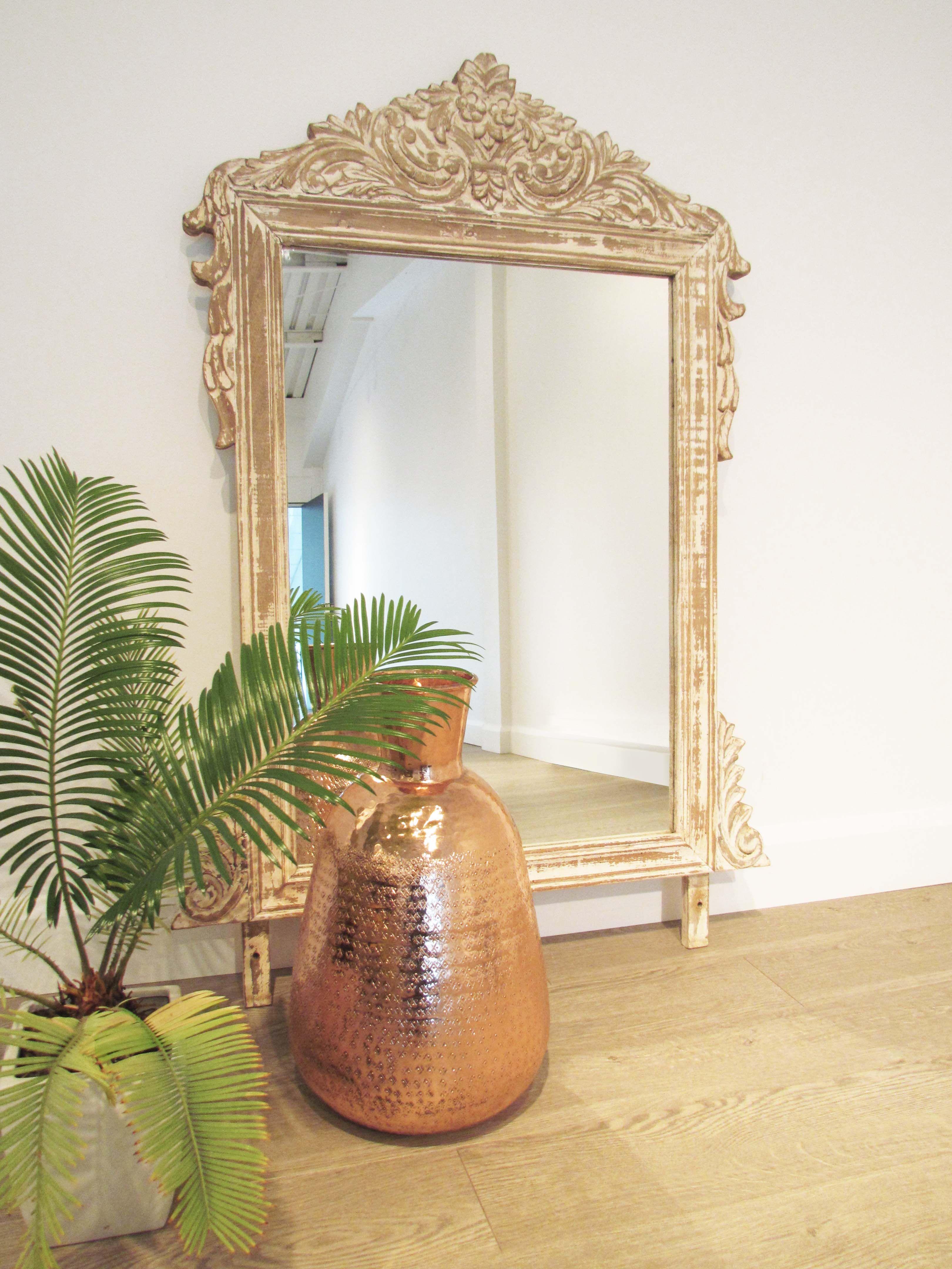 l gant miroir indien et son vase en cuivre balivernes. Black Bedroom Furniture Sets. Home Design Ideas