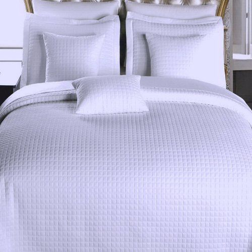 Amazon Com 6pc Modern Solid White Bedding Coverlet Quilt And Sham Set Full Queen Home Kitchen Soft Comforter Bedding Modern Bed Hotel Style
