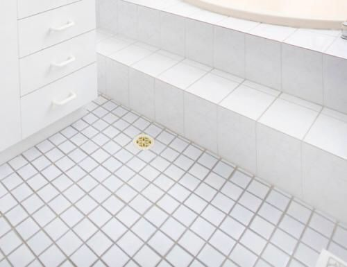 Image From Http Homesaura Com Wp Content Uploads 2012 09 Square Tiles White Bathroom Fl Small Space Bathroom Bathroom Design Inspiration Bathroom Floor Tiles