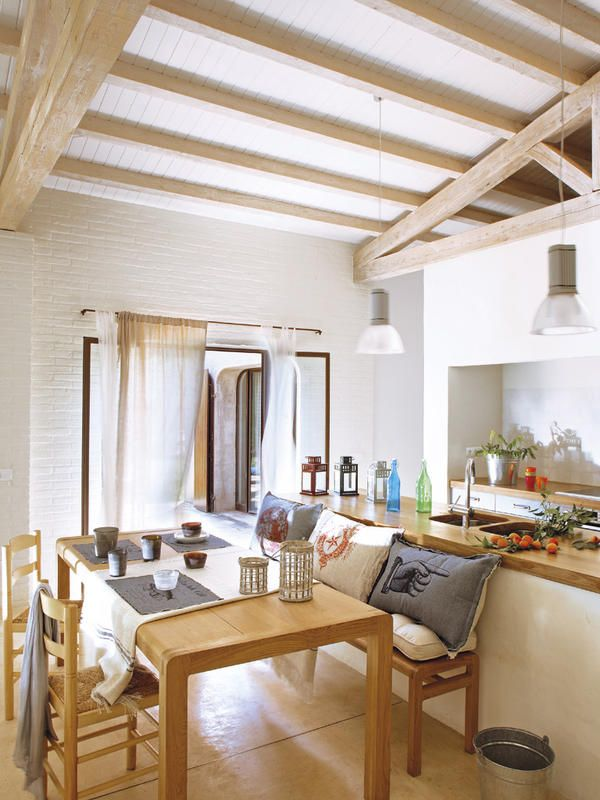 Una casa nueva que elogia el pasado cocinas abiertas for Decoracion casas de campo modernas
