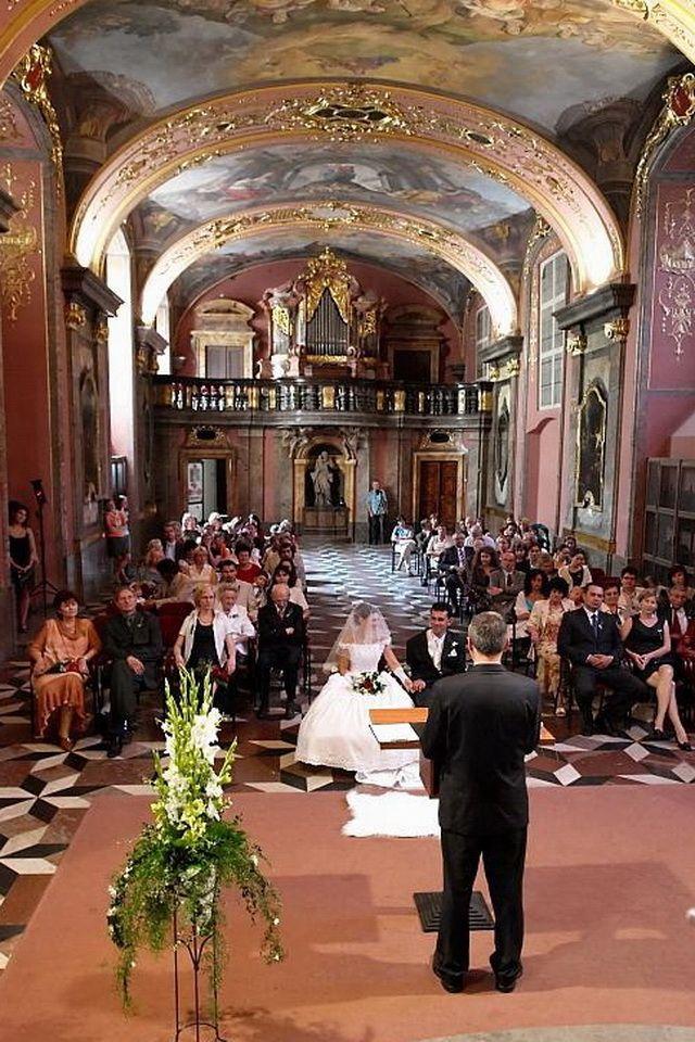 pynte kirken til bryllup