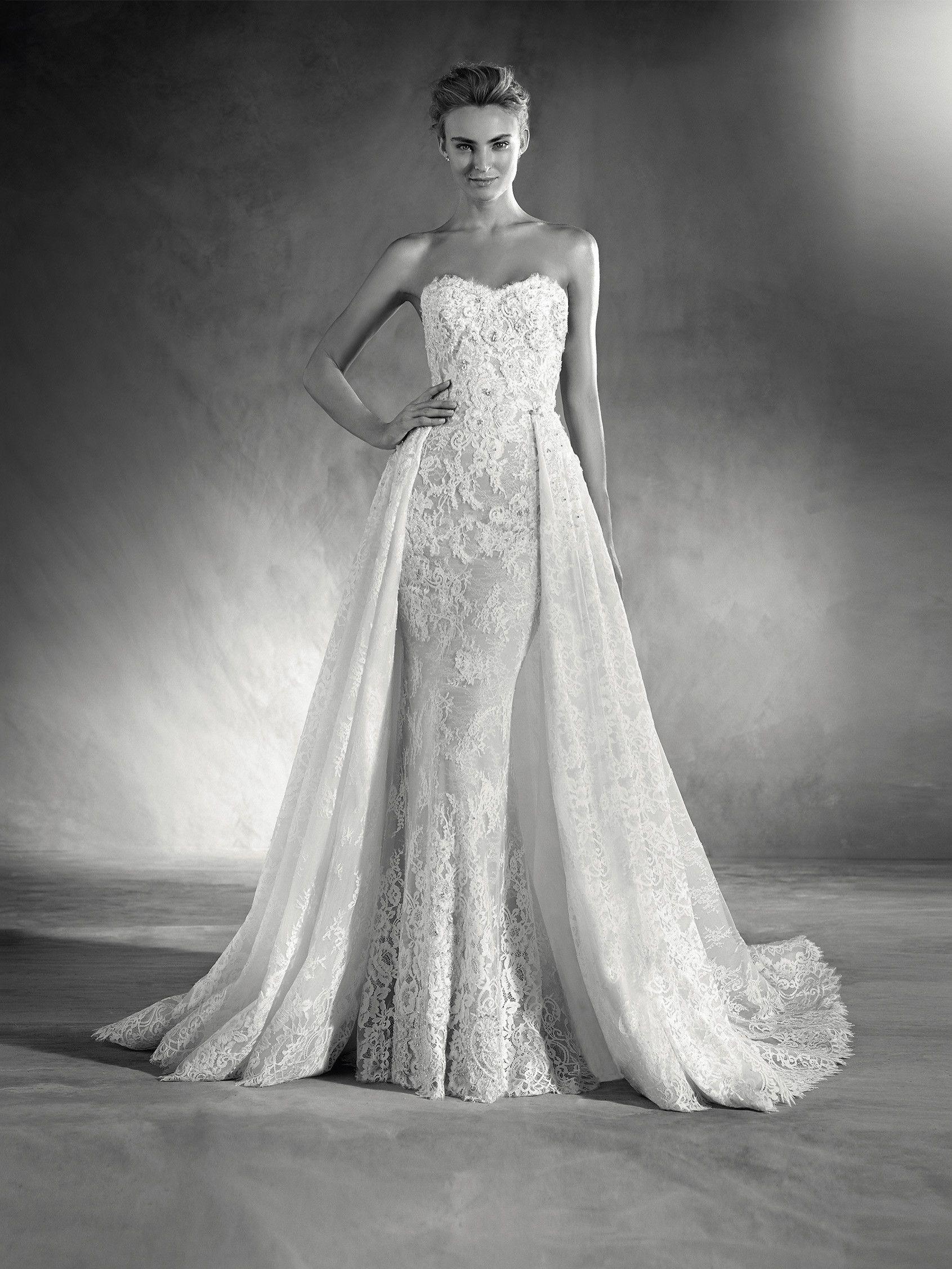 Edith è un abito da sposa con scollatura a cuore confezionato in