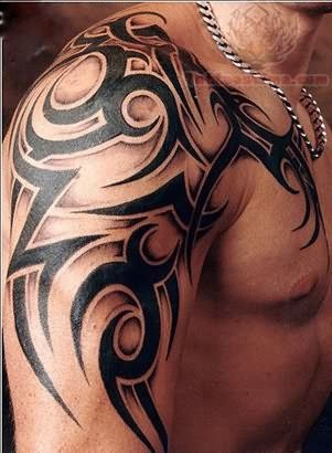tatouage tribal épaule biceps