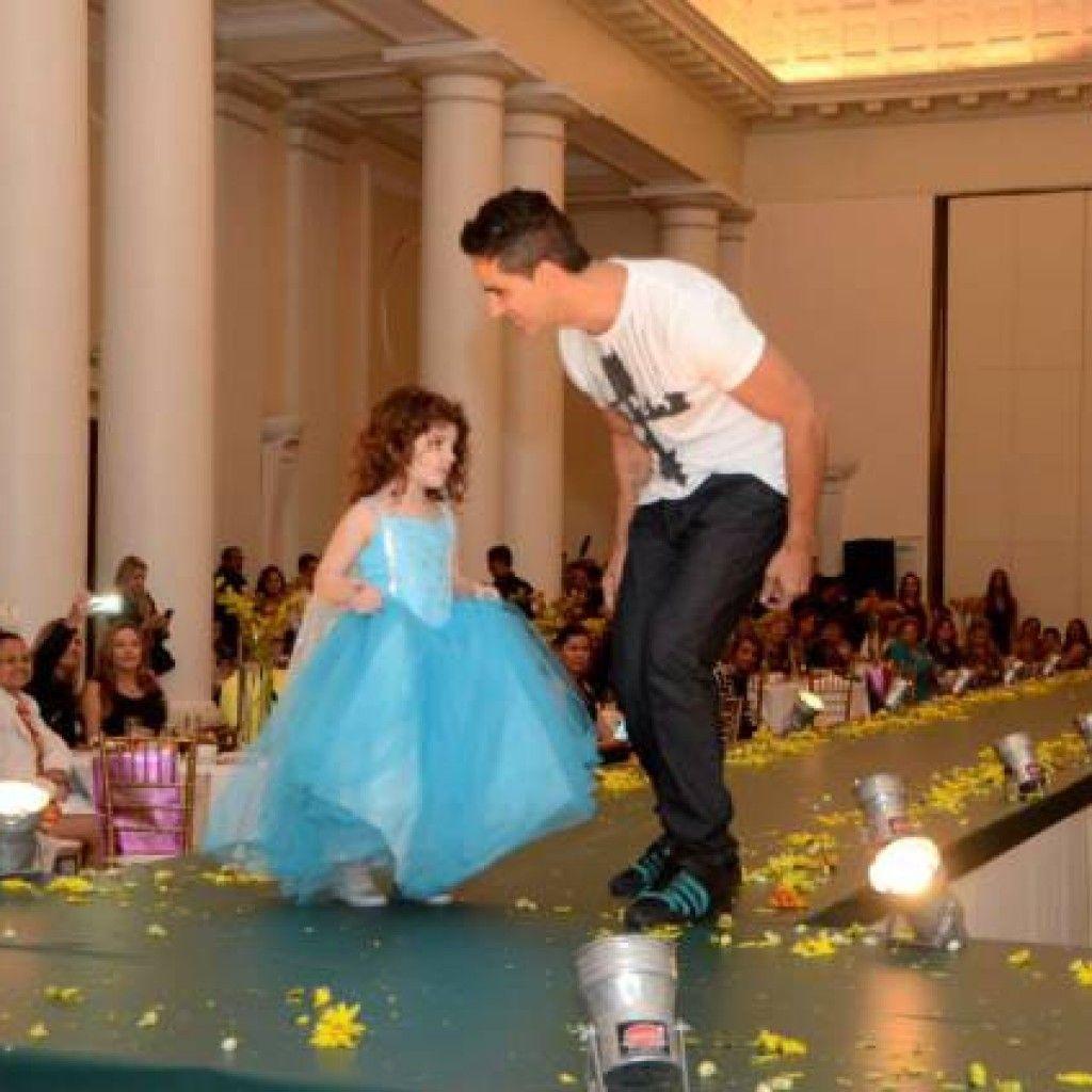 Mel Lemgruber, filha do coreógrafo Sylvio Lemgruber, arrasa em apresentação no Mirror Fashion Day